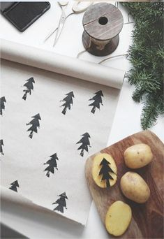 Such an easy DIY craft for gift wrapping paper / meaningful gifts / Holidays and celebrations / potato stamp / kid crafts Winter Christmas, Christmas Holidays, Christmas Decorations, Christmas Ideas, Christmas Paper, Christmas Drawing, Modern Christmas, Christmas Carol, Homemade Christmas