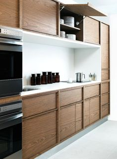 minimal kitchen in wood and white. un due tre ilaria