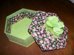 Caixa de mdf revestida de tecido.  Trabalho de Dalva Goulart.