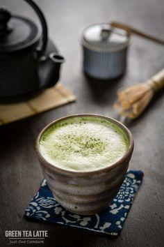 """Matcha es un té verde en polvo fino hecho del molido de hojas de té y se utiliza para la tradicional ceremonia del té japonesa. Y """"rico en antioxidantes y tiene tantos beneficios para la salud!"""