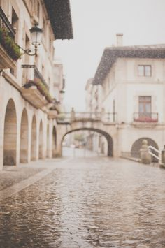 Rainy Streets in Guernica Spain | photography by kerrymurray.com/