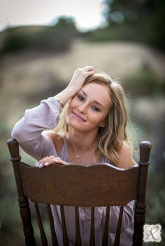 senior picture ideas outdoor using props chair