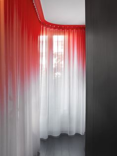design decoration rideau rouge chambre hôtel design