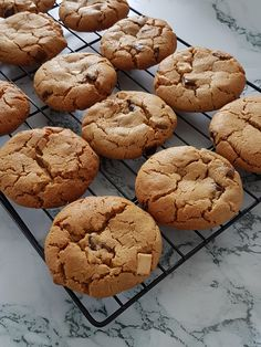 Cookies au beurre de cacahuètes | Audrey Cuisine Healthy Cookies, Healthy Sweets, Mousse, Cookie Factory, Desserts With Biscuits, Weird Food, Cookies Et Biscuits, Food Inspiration, Peanut Butter
