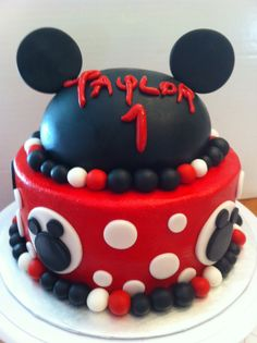 Mickey Mouse cake by yuMM