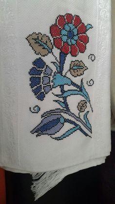 Fillet Crochet, Cross Stitch Designs, Minions, Elsa, Folk, Crochet Patterns, Costumes, Bird, Embroidery