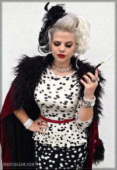 Cruella, Cruella de Vil #disney #cosplay #disneycosplay #cosplaystyle #cosplaygirl Halloween Cosplay, Halloween 2017, Halloween Party, Halloween Costumes, Halloween Ideas, Halloween Stuff, Disneyland Costumes, Disney Villain Costumes, Cosplay Outfits