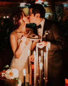 Wedding Photography - Truly Memorable photo shot tips. Note - number 3998125531 produced on 20190514 , Time Photography, Wedding Photography Poses, Wedding Portraits, Cake Cutting Songs, Wedding Cake Cutting, Boat Wedding, Dream Wedding, 1920s Wedding, Vintage Weddings