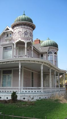 CURB APPEAL – moorish revival and onion domes of minneapolis, 1889 victorian house restoration. Victorian Architecture, Beautiful Architecture, Beautiful Buildings, Architecture Details, Beautiful Homes, Victorian Buildings, Stairs Architecture, Moorish Revival, Usa House