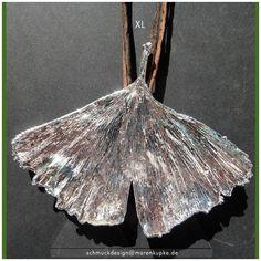 Fensterdeko - Collier - XL Echtes Ginkgoblatt versilbert Seide Ein Designerstück von LianeundEmil bei DaWanda