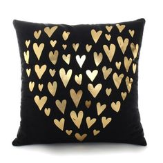 These trendy foil-printpillowcovers are perfect to add a little flair to your sofas, chairs, benches, and bar stools. Dimensions: 45 x 45 cm Package includes: