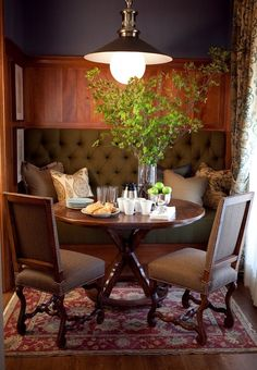 Cozy breakfast nook. I would do more than eat breakfast here--reading, listening to music, daydreaming etc.!!
