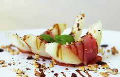 Žlutý meloun s parmskou šunkou a praženými oříšky