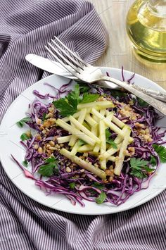 Salad red coleslaw and apple - Food & Drink