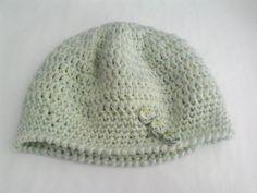 Cappello di lana da bambina/o lavorato a uncinetto