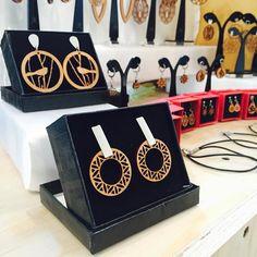 Nuevos y cómodos aritos! Siempre inspirados en la naturaleza  Encuéntranos hasta HOY en Mall Plaza Egaña en el primer y tercer piso. #expoyoga  #altorrelieve #madera #mallplazaegaña #earring #mandala #aros #amor #aires #yoga #cute #lindo #chile #diseñochileno #diseñopropio #diamadre #mama #mami #dia #mom
