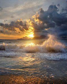 Water,cloud, sun.what a combination. Splash of Colors.