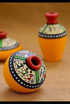 This set of pot is made of terracotta, brought to you from Uttar Pradesh and decorated with the Warli art, native to the tribals of Maharashtra. It is handpainted with acrylic colours. Worli Painting, Bottle Painting, Bottle Art, Bottle Crafts, Ceramic Painting, Fabric Painting, Ceramic Art, Pottery Painting Designs, Pottery Designs