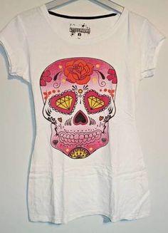 Camiseta blanca con una bonita calavera mexicana en tonos rosados.  Compra mi artículo en #vinted http://www.vinted.es/ropa-de-mujer/camisetas/362823-camiseta-calavera-de-primark-s