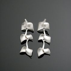 Delicately elegant Nuppu earrings from Chao & Eero. Style And Grace, My Style, 925 Silver, Sterling Silver, Jewlery, Cufflinks, Bling, Style Inspiration, Elegant