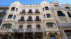 Ubicado en el nº 5 de la Calle Mayor, este edificio de viviendas fue mandado construir por los señores Ruiz de Velasco.