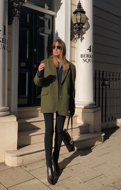 minimalist outfit ideas for fall / winter - Fashion Outfits Olive Green Outfit, Olive Green Blazer, Olive Outfits, Spring Work Outfits, Casual Fall Outfits, Outfit Winter, Layered Outfits, Blazer Outfits For Women, Casual Blazer