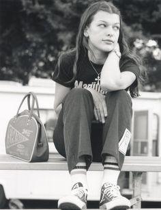Milla Jovovich in 1994                                                                                                                                                      Más
