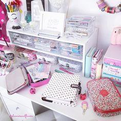 on desk organization Study Room Decor, Diy Room Decor, Cute Desk, Desk Inspiration, Cute School Supplies, Space Crafts, Office Organization, Dream Rooms, Girl Room