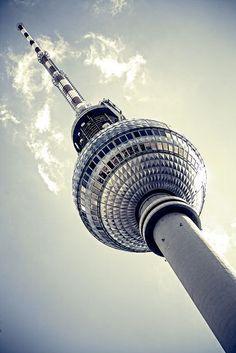 #Berlin, #Germany: Vom #Fernsehturm ist der Blick auf die Stadt einfach unvergleichlich. Ein Besuch lohnt sich!
