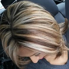 Brunette hair with blonde highlights. I Love Blonde highlights on Brown hair! Haircut And Color, Hair Color And Cut, New Hair Colors, Hair Colour, Color For Short Hair, Short Hair Cuts, Short Hair Styles, Great Hair, Awesome Hair