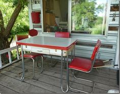 Outdoor Camper Dining  |  http://cheneybaglady.blogspot.com/2011/07/mary-janes-farm-page-2.html