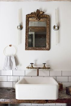 Come check out Antique Vintage Style Bathroom Vanity Inspiration! Dai un'occhiata a Antique Vintage Style Bathroom Vanity Inspiration! Bad Inspiration, Bathroom Inspiration, Brick Studio, Bad Styling, Bathroom Styling, Bathroom Storage, Bathroom Organization, Bathroom Shelves, Small Bathroom