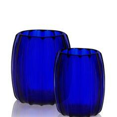 Armani Casa (Foto: Divulgação)  Fundada em 2000 por Giorgio Armani, a Armani/Casa é líder mundial no setor de móveis de luxo. Um sinônimo de elegância e estilo, decorre do sonho vivo de Giorgio Armani de um refúgio aconchegante, harmonioso, altamente confortável e sofisticado. Móveis e acessórios de decoração, objetos, luminárias e tecidos exclusivos são os postos-chave da coleç&at