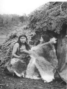 Pueblo  indigena Selk`nam  de  la  Zona  Sur  de  Chile Class Pictures, Pictures Of People, Chile, Southern Cone, Australian Aboriginals, Melbourne Museum, Native Place, Indigenous Tribes, Native American Photos