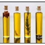 You won't believe how easy it is to make infused olive oils. wedding gifts Kitchen Basics: How to Make Infused Olive Oils Flavored Oils, Infused Oils, Flavored Olive Oil, Homemade Christmas Gifts, Homemade Gifts, Xmas Gifts, Diy Gifts, Cupcakes Red Velvet, Diy Wedding Gifts