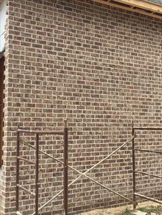 Stonewall brick with ivory buff mortar Building A New Home, House Building, Building Ideas, Madden Home Design, Acme Brick, Melrose House, Interior Design Jobs, Brick Colors, Brick And Stone