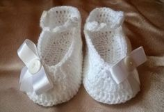 Horgolt babacipő-masnis Baby Shoes, Slippers, Kids, Clothes, Fashion, Amigurumi, Moda, Sneakers, Children