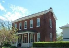 I House Two stories high but only one room deep, these modest houses earned their name when it was determined that many of the original builders hailed from Illinois, Iowa, and Indiana. These eaves-front, gable-roofed homes were great for small lots—and small pocketbooks.
