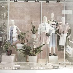 45 Best Ideas Boutique Displays and Visual Merchandising - GoWritter Fashion Window Display, Fashion Displays, Clothing Displays, Boutique Window Displays, Store Window Displays, Display Window, Retail Displays, Boutique Interior Design, Boutique Decor