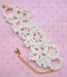 or keychain. Crochet Cross, Crochet Art, Crochet Motif, Irish Crochet, Crochet Designs, Crochet Flowers, Crochet Patterns, Bracelet Crochet, Crochet Earrings