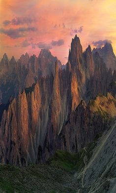 Dolomites, Italy #Quelle: Twilight Zone Foto von Sapna Reddy Photography von Flickr ---- https://www.flickr.com/photos/sapna_reddy/29441752515/in/explore-2016-09-04/