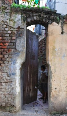Boy talking with someone before going out in the alley in Kolkata, India Bay Of Bengal, West Bengal, Union Territory, Mughal Empire, India And Pakistan, Times Of India, Old City, India Travel, Kolkata
