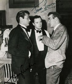Montgomery Clift visits Jack Lemmon and Tony Curtis on set montgomeryclift tonycurtis jacklemmon Hollywood Icons, Golden Age Of Hollywood, Vintage Hollywood, Classic Hollywood, Hollywood Glamour, Jack Lemmon, Montgomery Clift, Tony Curtis, Film Man