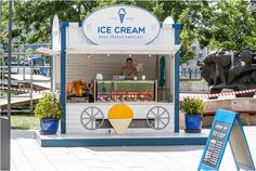Kiosk Street ice cream Ice Cream Stand, Ice Cream Cart, Ice Cream Parlor, Mobile Kiosk, Mobile Shop, Kiosk Design, Cafe Design, Mini Cafeteria, Cafe Shop