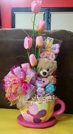Learn how to make Cheap and Easy Birthday Gifts for Boyfriends - DIY Candy Bouquets. You can buy all the supplies you need at your local dollar store Mother's Day Gift Baskets, Themed Gift Baskets, Gift Hampers, Gift Bouquet, Candy Bouquet, Craft Gifts, Diy Gifts, Candy Arrangements, Diy And Crafts