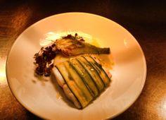 Filetto di branzino in crosta di zucchine su purea di carciofi