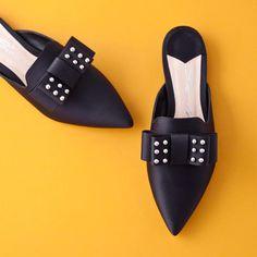 Black out! New collection SS 2018  #fashion #fashionstyle #sante #mules  #shoebizz #santeshoes #ss18collection #shoebizzworld #shoebizzsignature #shoebizzladies #shoebizzlovers •Θα τις βρείτε στο κατάστημα μας, ,Αθ.Διακου 2 , Λαμια🔝🔝 •Για παραγγελίες: ☎️☎️Τηλ.Επικ:22310-24421 •Ή με inbox📩📩 •online > www.shoebizz.gr