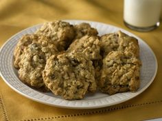 These are perfect for weekend baking! Hearty Oatmeal Raisin Cookies - at only 59 calories per serving! Yum! #lowcalorie #desserts #skinnyms