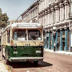 Valparaíso Chile 🇨🇱 Trolebús 814, el más antiguo del mundo en circulación #CHILE #valparaíso #trolesDeValparaiso #UNESCOheritagecity #ciudadpatrimonialUNESCO #chili #čile #cile #kile #tšilli Chile, Country, Nice Things, Buses, Old Cartoons, City, Maps, Retro Ads, Old Pictures