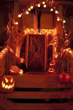 Halloween porch decorating is as popular as ever. It is easy to do with so many outdoor Halloween decorations available. Better yet, some of the best decorations can be hand made and used year after year. Whether you want spooky Halloween decorations … Retro Halloween, Spooky Halloween, Halloween Veranda, Image Halloween, Halloween Porch, Halloween Home Decor, Halloween Pictures, Halloween Pumpkins, Halloween 2014